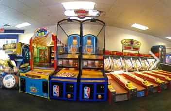 ARCADE GAMES AT CHUCK E. CHEESE